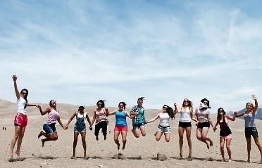 Estudiantes de intercambio en EE. UU. (El Parque Nacional Great Sand Dunes en Colorado)