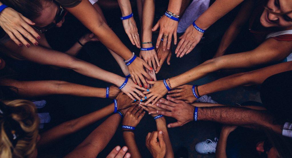 voluntarios manos