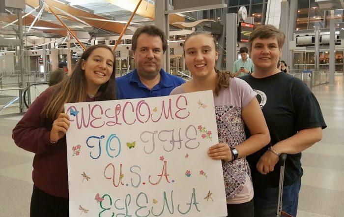 estudiante intercambio aeropuerto familia anfitriona